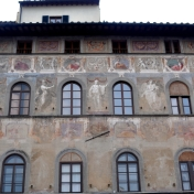 A building with beautiful old frescos we saw as we were wandering...