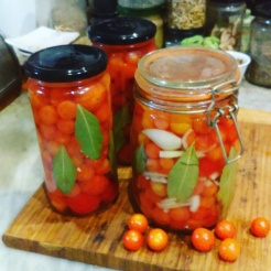 Bottled Tomatoes with Bay Leaves & Onion